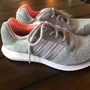 Adidas sneakers 👟 size 8 grey with holographic